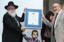 El abuelo de Moshe recibió el diploma Raoul Wallenberg.