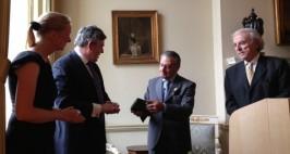 Izq a Der: Su Excelencia Nicola Clase, Gordon Brown, Eduardo Eurnekian, y el fundador de la FIRW, Baruj Tenembaum.