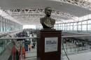 Un busto de Raoul Wallenberg fue inaugurado en el Aeropuerto Internacional de Ezeiza, en Argentina.