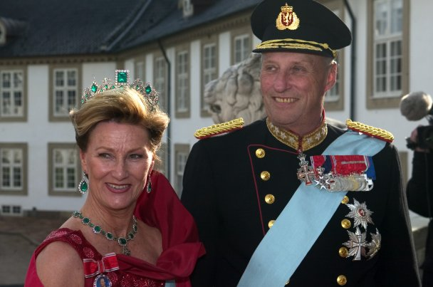 Scandal In The Norwegian Royal Family Queen Sonja Pays Homage To A Nazi The International Raoul Wallenberg Foundation